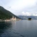 Остров Госпа од Шкрпела и остров Святого Георгия в Боко-Которской бухте.