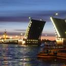 Развод мостов в Санкт-Петербурге – незабываемое красочное зрелище.