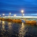 В Санкт-Петербурге 22 моста разводят по графику с часа ночи до пяти часов утра.