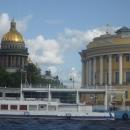 Исаакиевский собор и здание Сената на Дворцовой площади в Санкт-Петербурге.