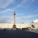 Александровская колонна на Дворцовой площади в Санкт-Петербурге.