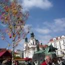 Храм Святого Николая и Памятник Яну Гусу на Староместской площади в Праге. Чехия.