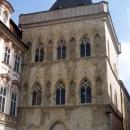 Дом «У каменного колокола» на Староместской площади – старейшее здание Праги. Чехия.