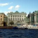 В центре здание – Малый Эрмитаж.