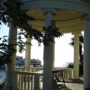 Вид на набережной Сочи из Ротонды у парка имени Фрунзе.