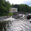 Экскурсии по каналам Санкт-Петербурга позволяют увидеть город с другой стороны.
