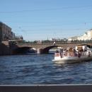 Аничков мост в Санкт-Петербурге один из самых узнаваемых мостов города на Неве благодаря бронзовым статуям работы П.К. Клода.