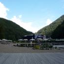 Пляж. Горное озеро. Курорт «Роза Хутор».