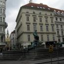 Фонтан «Провиденция» на площади Нойер маркт в Вене. Австрия.