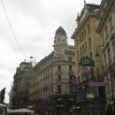 Знаменитые люстры на улице Грабен в Вене. Австрия.