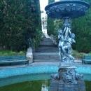 Фонтан Амуры в парке Дендрарий в Сочи.