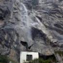 Водопад Учан-Су в переводе означает «летящая вода».