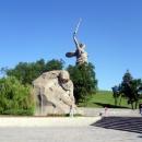 Вид на «Площадь Скорби» и скульптуру «Родина-Мать зовёт!». Волгоград.