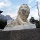 Львы из белого мрамора перед Южным фасадом Воронцовского дворца.