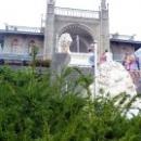 Южный фасад Воронцовского дворца выходит на Черное море.