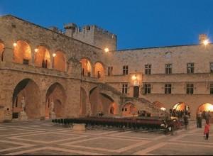 Внутренний двор Дворца Великих магистров Ордена Св. Иоанна