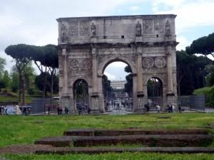 Арка Константина в Риме.