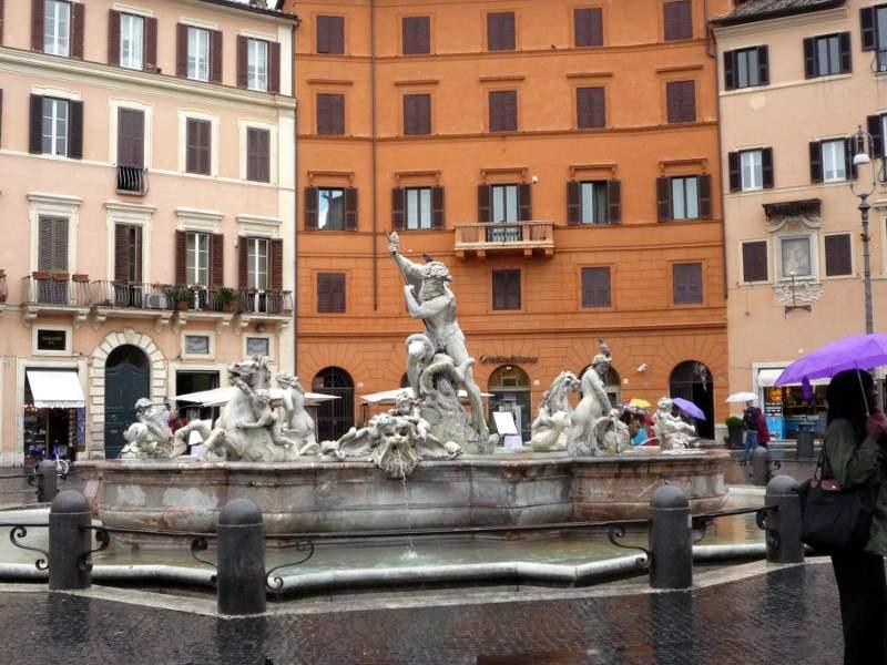 «Фонтан Нептуна» в площади Навона в Риме.