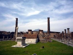 Помпеи - античный город в Италии.