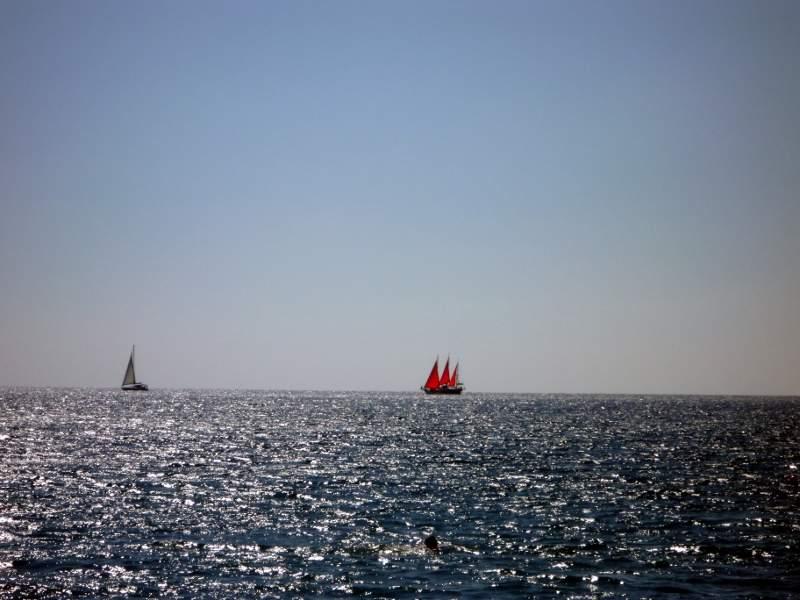 Прогулка на корабле по побережью Крыма. Алые паруса в Крыму. Гурзуф.