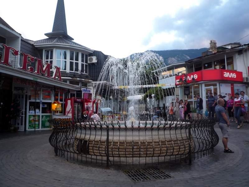 Пятачок - главная площадь Гурзуфа с фонтаном.