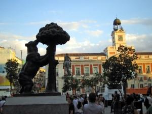 Пуэрта дель Соль – площадь Мадрида, символ «Медвежонок и земляничное дерево»