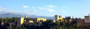 Дворец Альгамбра главная достопримечательность Гранады в Испании