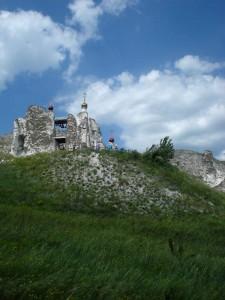 Костомарово - пещерные монастыри в меловых горах