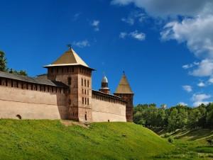 Крепостная стена вокруг Новгородского Кремля
