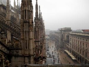 Вид на Площадь Дуомо с крыши Кафедрального Собора.