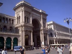 Триумфальная арка -вход в пассаж в Милане.
