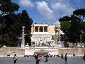 Фонтан «Богиня Рима» на Площади Пополо в Риме.