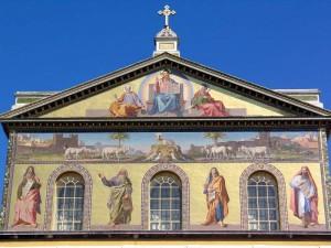 Мозаика на фасаде Базилики Святого Павла.