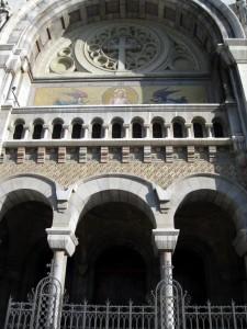 Фасад собора Святого Викентия де Поля в Тунисе.