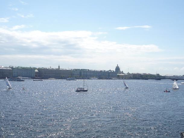 Государственный Эрмитаж в Санкт-Петербурге. Вид с акватории Невы.