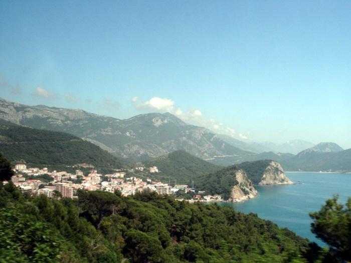 Курорт Петровац на побережье Адриатического моря в Черногории.
