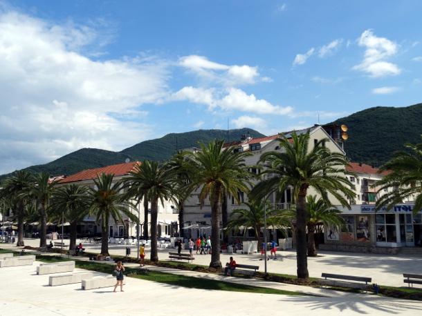 Набережная в городе-курорте Тиват. Черногория.