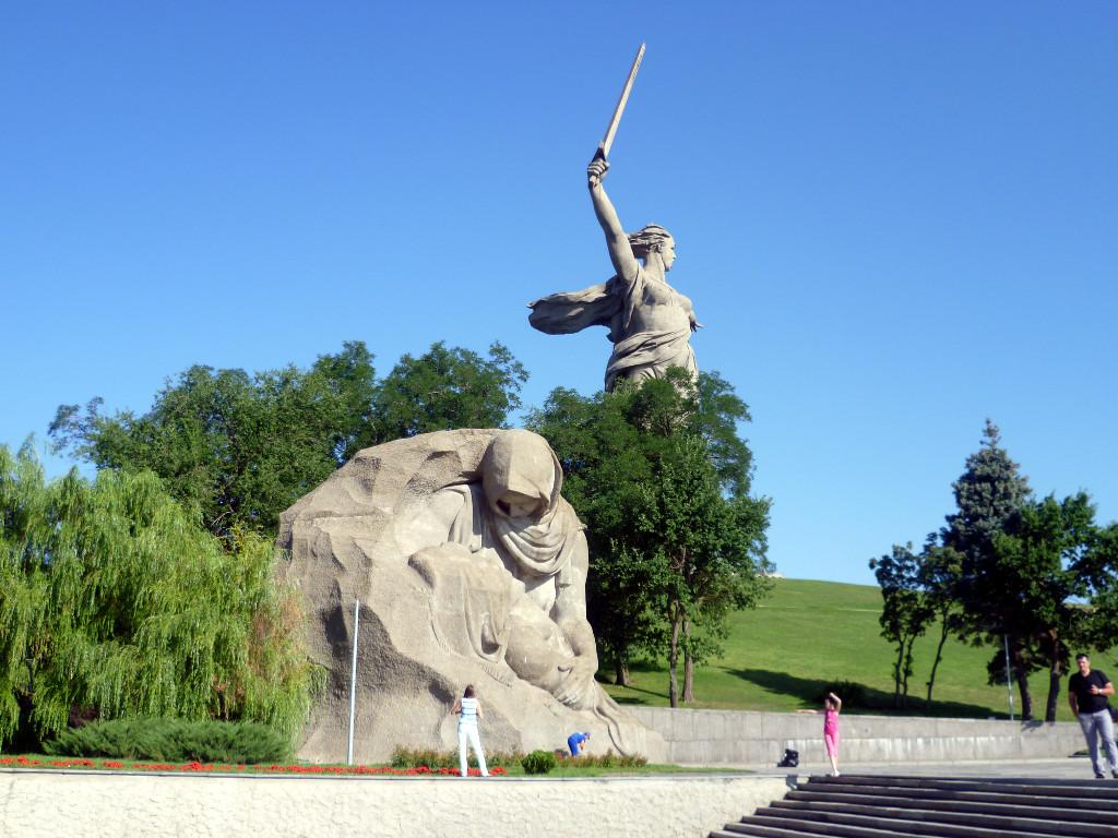 Скульптурная группа «Скорбящая мать». Площадь Скорби. Волгоград.